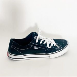 Vans- back & white stitch and sole, leather canvas